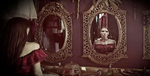 Qu puede hacer un espejo en el dormitorio for Espejos en el dormitorio